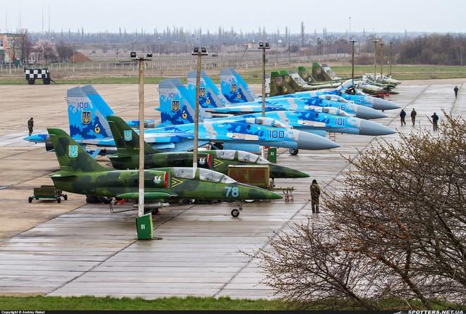 Nga chưa ra tay, Không quân Ukraine đã tự dâng báu vật Su-27 cho... thần chết - Ảnh 2.