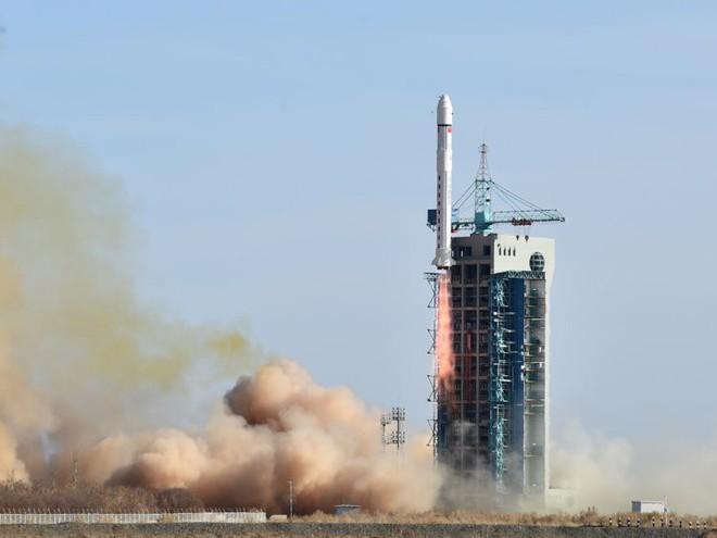 Hun nóng tầng điện ly lên 100 độ C: Âm mưu độc chiếm bầu trời của bộ ba Nga-Trung-Mỹ? - Ảnh 1.