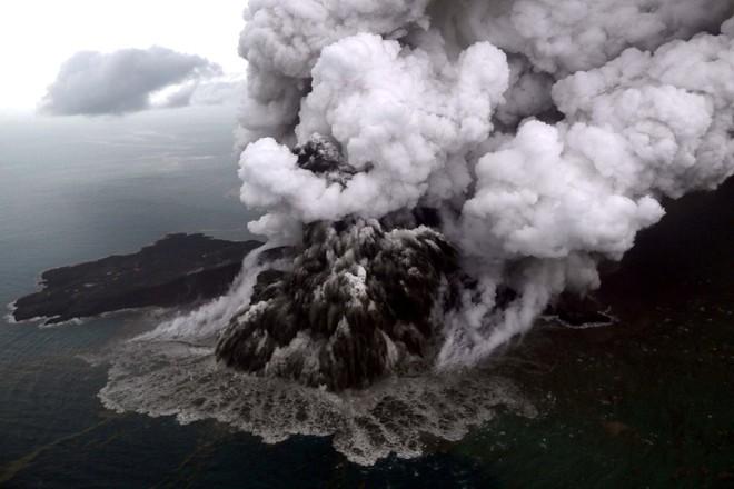 Trận sóng thần kinh hoàng qua lời kể của người sống sót: Cháu cứ ngỡ mình sắp chết! - Ảnh 1.