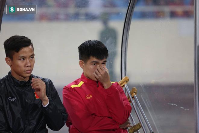 Sao Việt Nam nghẹn ngào khóc khi hát Quốc ca vì chấn thương, lỡ Asian Cup - Ảnh 1.
