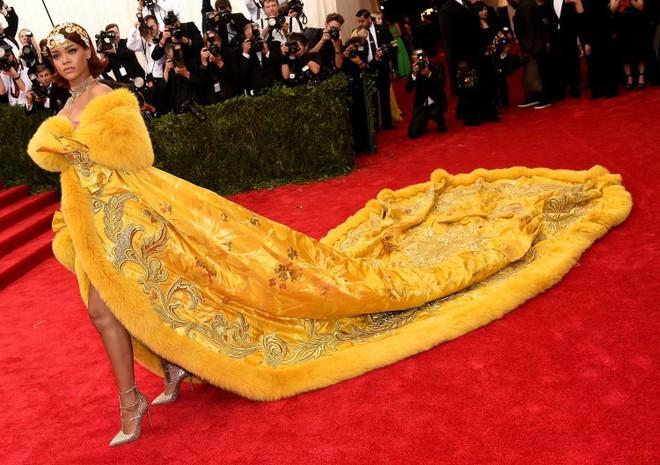 Taylor Swift và Rihanna: Danh hiệu Nghệ sĩ thập kỉ Billboard nên về với ai? - Ảnh 2.