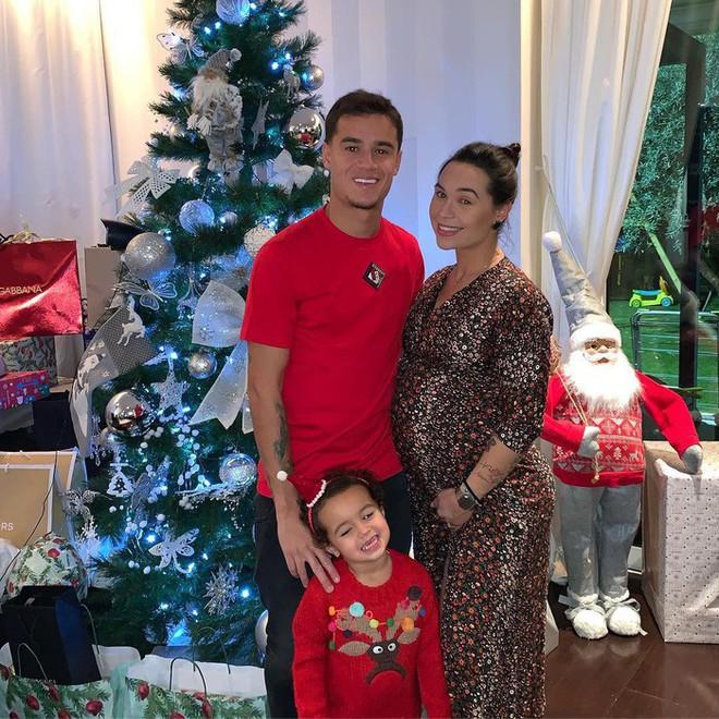Ronaldo, Messi và các sao bóng đá quây quần bên gia đình trong đêm Giáng sinh ấm áp - Ảnh 4.