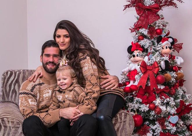 Ronaldo, Messi và các sao bóng đá quây quần bên gia đình trong đêm Giáng sinh ấm áp - Ảnh 6.