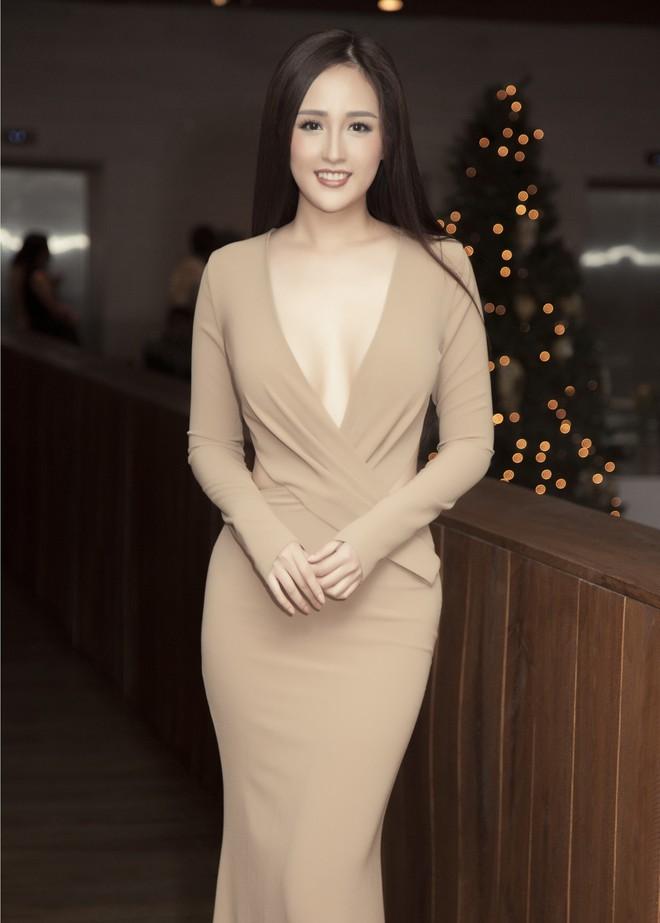 Hoa hậu Mai Phương Thúy mặc đầm gợi cảm, đọ sắc bên HHen Niê - Ảnh 4.