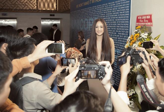 Hoa hậu Mai Phương Thúy mặc đầm gợi cảm, đọ sắc bên HHen Niê - Ảnh 9.