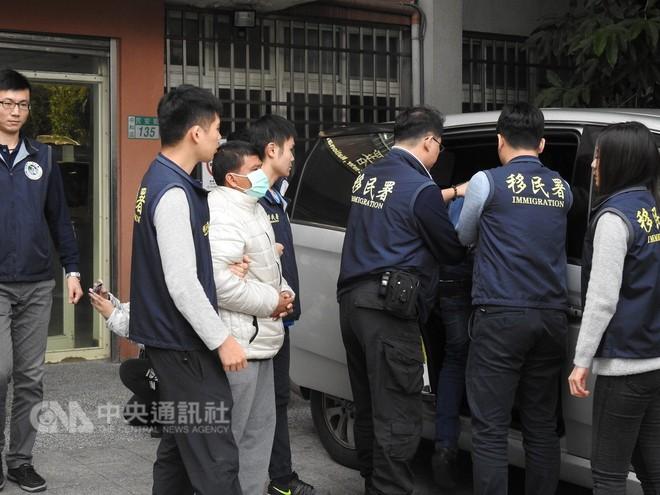 Cảnh sát Đài Loan mai phục bắt người, triệt phá 1 đường dây người Việt lừa đảo người Việt - Ảnh 6.
