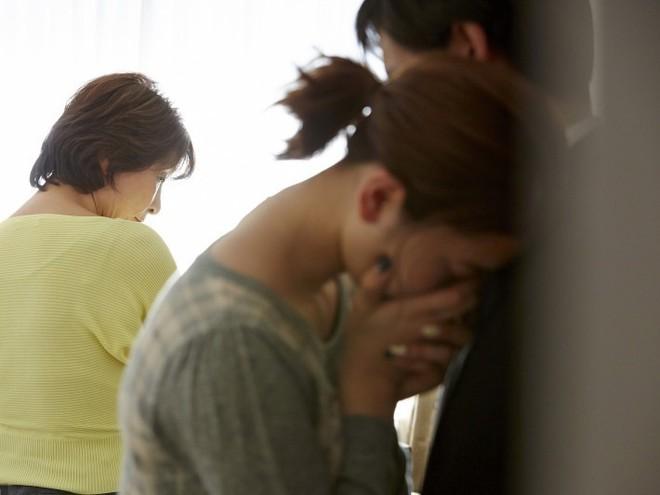 Kết hôn gần 10 năm mà chưa có con, mẹ chồng bắt con dâu làm điều kinh dị - Ảnh 1.