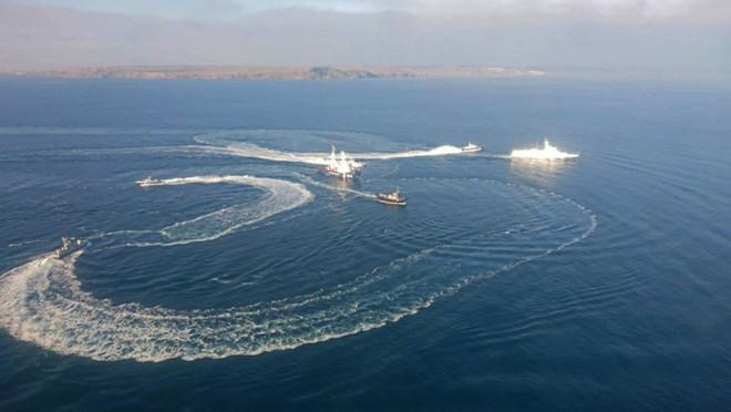 Nhìn Nga thẳng tay ra đòn sấm sét với Ukraine ở biển Azov, phương Tây cứu được, sao vẫn lặng im? - ảnh 1