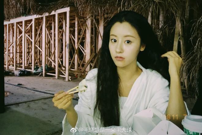 Nhan sắc thật sự của Tiểu Long Nữ mũi to bị photoshop thảm hoạ trên poster Tân Thần Điêu Đại Hiệp 2018 - ảnh 11
