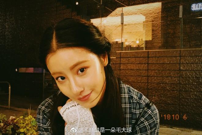 Nhan sắc thật sự của Tiểu Long Nữ mũi to bị photoshop thảm hoạ trên poster Tân Thần Điêu Đại Hiệp 2018 - ảnh 18