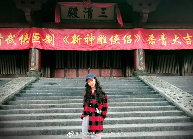 Nhan sắc thật sự của Tiểu Long Nữ mũi to bị photoshop thảm hoạ trên poster Tân Thần Điêu Đại Hiệp 2018 - ảnh 19