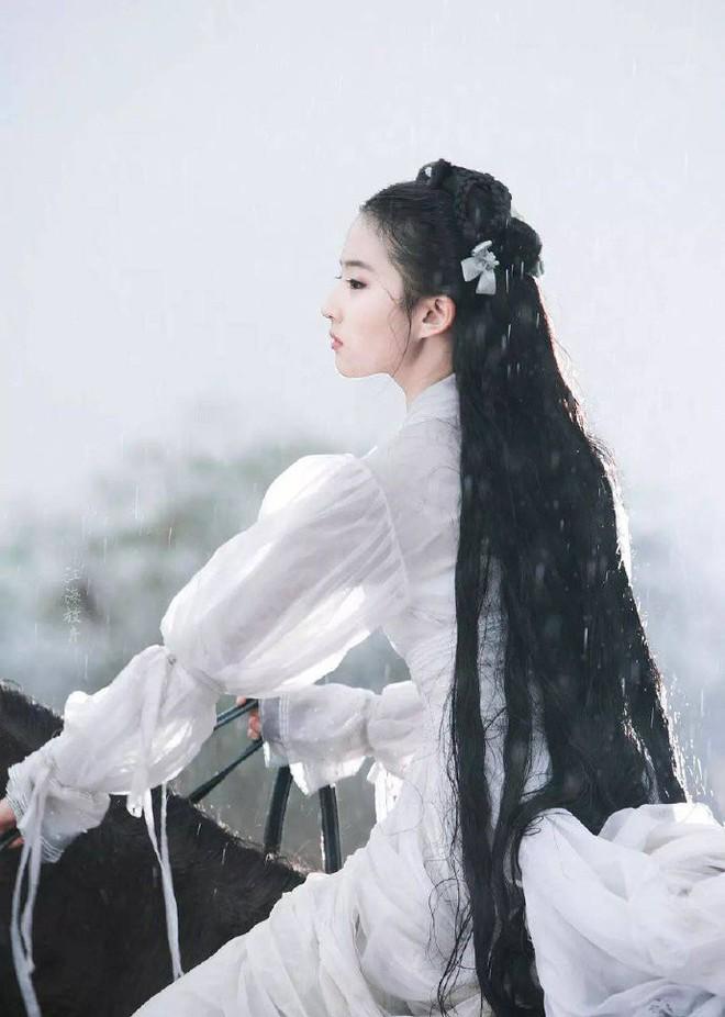 Nhan sắc thật sự của Tiểu Long Nữ mũi to bị photoshop thảm hoạ trên poster Tân Thần Điêu Đại Hiệp 2018 - ảnh 4