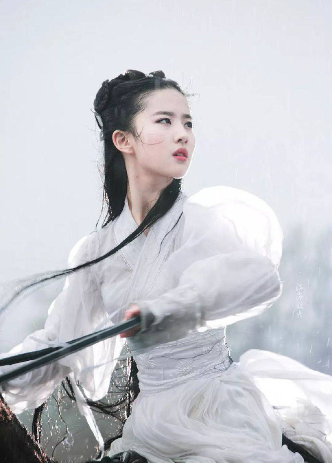 Nhan sắc thật sự của Tiểu Long Nữ mũi to bị photoshop thảm hoạ trên poster Tân Thần Điêu Đại Hiệp 2018 - ảnh 6