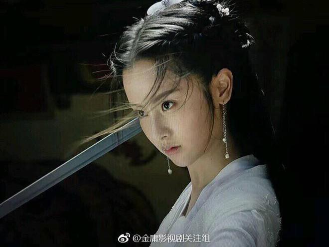 Nhan sắc thật sự của Tiểu Long Nữ mũi to bị photoshop thảm hoạ trên poster Tân Thần Điêu Đại Hiệp 2018 - ảnh 7