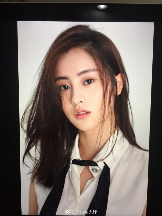 Nhan sắc thật sự của Tiểu Long Nữ mũi to bị photoshop thảm hoạ trên poster Tân Thần Điêu Đại Hiệp 2018 - ảnh 9