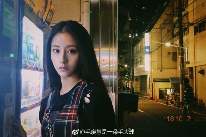 Nhan sắc thật sự của Tiểu Long Nữ mũi to bị photoshop thảm hoạ trên poster Tân Thần Điêu Đại Hiệp 2018 - ảnh 10