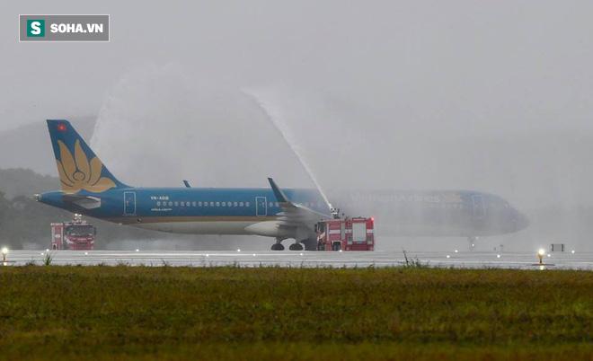 Máy bay chở Thủ tướng đáp xuống sân bay Vân Đồn - Ảnh 1.