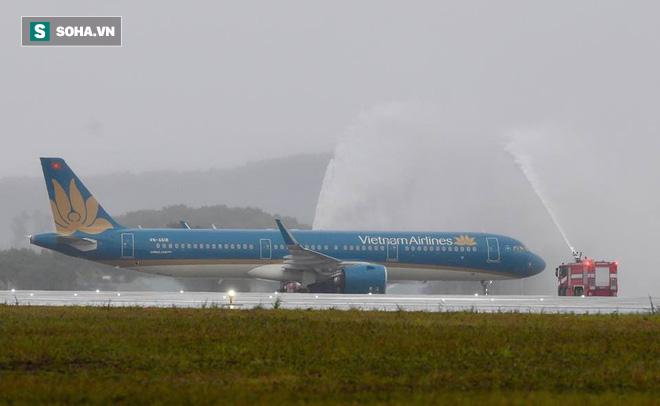 Máy bay chở Thủ tướng đáp xuống sân bay Vân Đồn - Ảnh 2.