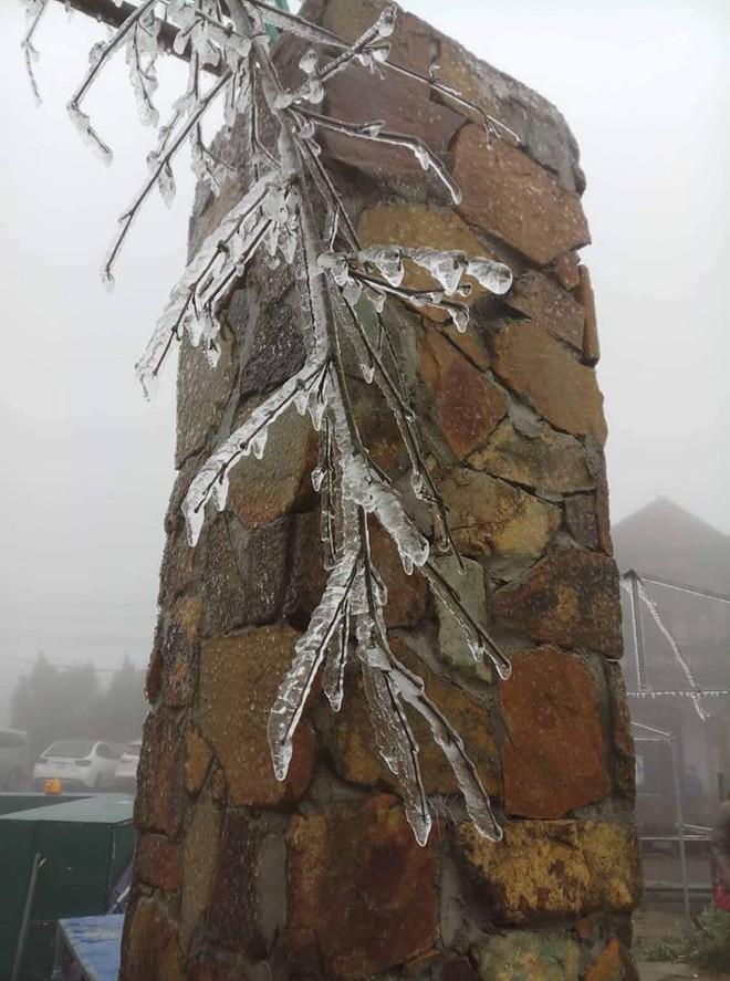Hình ảnh băng tuyết bao phủ đỉnh Mẫu Sơn trong ngày rét đỉnh điểm - Ảnh 7.