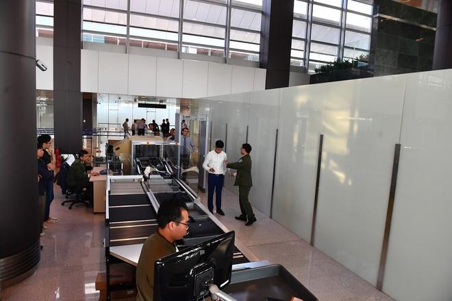 Máy bay chở Thủ tướng đáp xuống sân bay Vân Đồn - Ảnh 21.