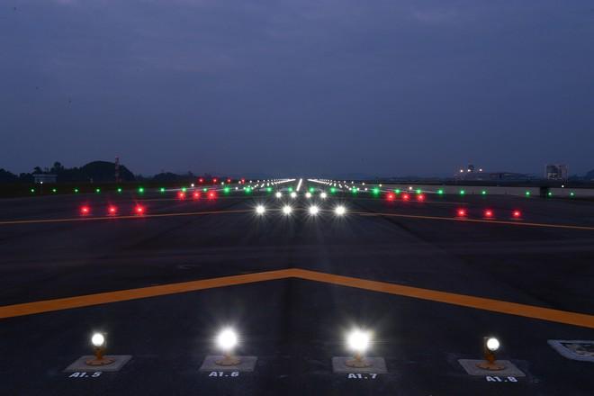 Máy bay chở Thủ tướng đáp xuống sân bay Vân Đồn - Ảnh 23.