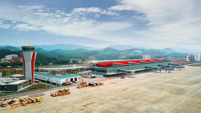 Máy bay chở Thủ tướng đáp xuống sân bay Vân Đồn - Ảnh 14.