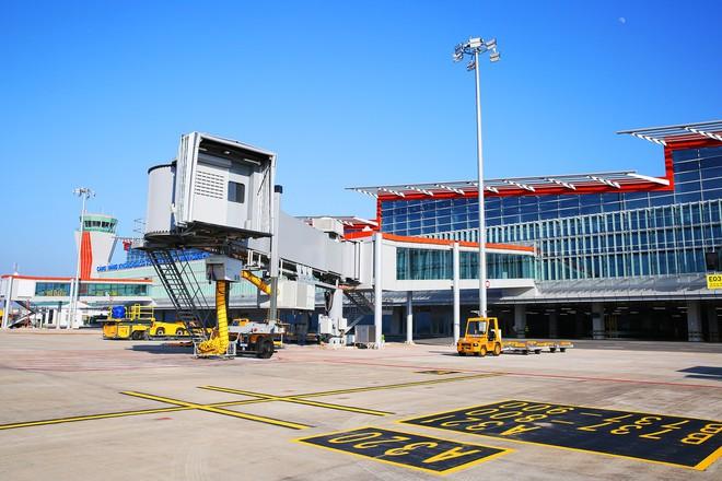 Máy bay chở Thủ tướng đáp xuống sân bay Vân Đồn - Ảnh 15.