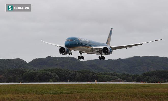 Máy bay chở Thủ tướng đáp xuống sân bay Vân Đồn - Ảnh 7.