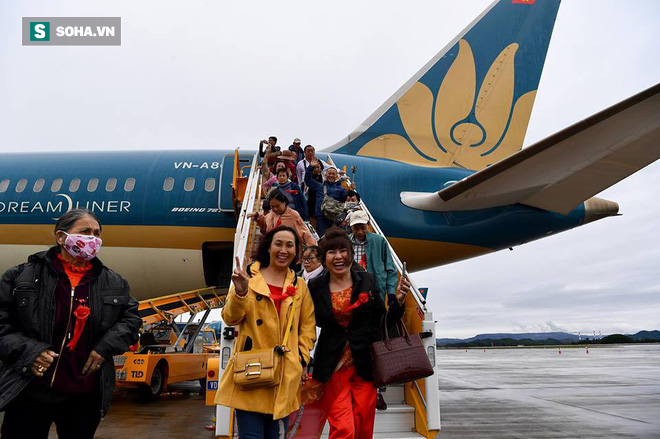 Máy bay chở Thủ tướng đáp xuống sân bay Vân Đồn - Ảnh 10.