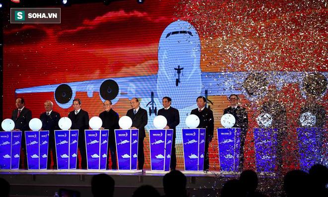 Thủ tướng bấm nút khánh thành sân bay Vân Đồn - Ảnh 2.
