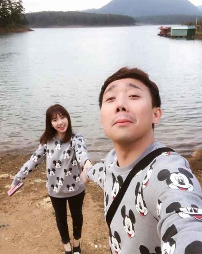 Trấn Thành - Hari Won: Đôi vợ chồng chăm diện đồ đôi nhất showbiz Việt - Ảnh 4.