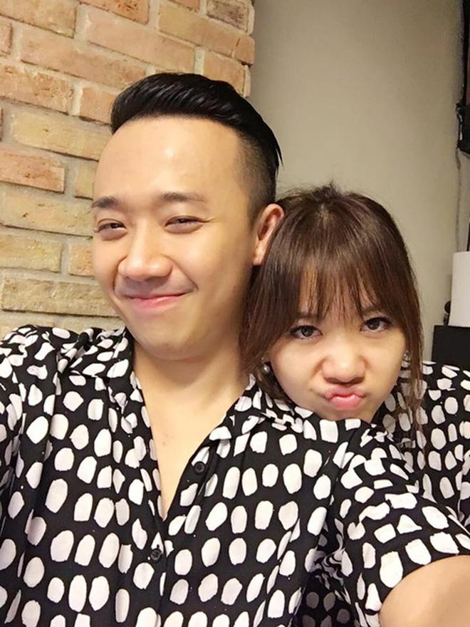 Trấn Thành - Hari Won: Đôi vợ chồng chăm diện đồ đôi nhất showbiz Việt - Ảnh 6.