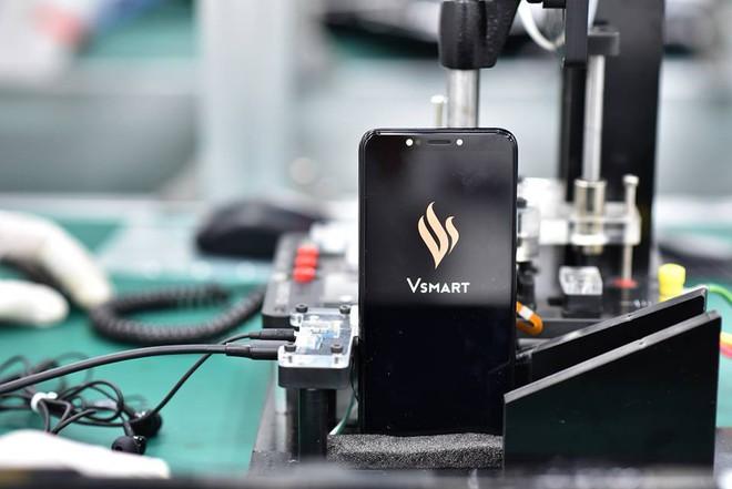 Lộ diện hình ảnh đầu tiên của chiếc điện thoại thông minh VSmart - Ảnh 5.