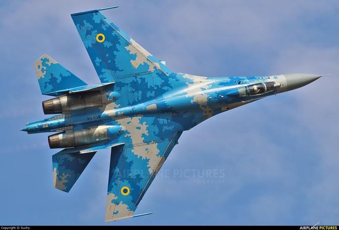 [ẢNH] Từ 70 chiến thần Su-27 xuống còn 17 chiếc, điều gì đang xảy ra với chiến đấu cơ mạnh nhất của Ukraine? - Ảnh 17.