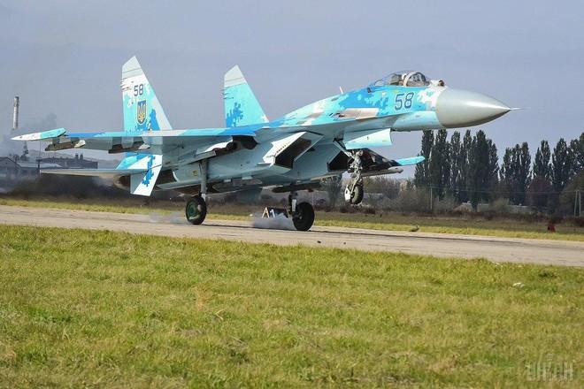 [ẢNH] Từ 70 chiến thần Su-27 xuống còn 17 chiếc, điều gì đang xảy ra với chiến đấu cơ mạnh nhất của Ukraine? - Ảnh 18.