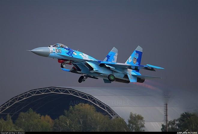 [ẢNH] Từ 70 chiến thần Su-27 xuống còn 17 chiếc, điều gì đang xảy ra với chiến đấu cơ mạnh nhất của Ukraine? - Ảnh 7.