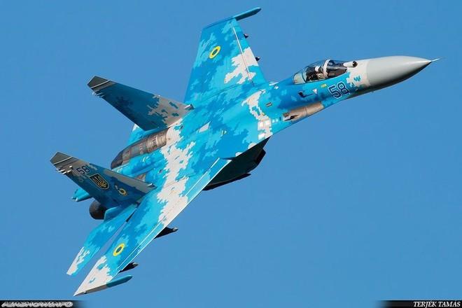 [ẢNH] Từ 70 chiến thần Su-27 xuống còn 17 chiếc, điều gì đang xảy ra với chiến đấu cơ mạnh nhất của Ukraine? - Ảnh 8.