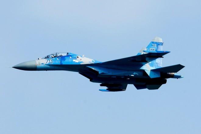 [ẢNH] Từ 70 chiến thần Su-27 xuống còn 17 chiếc, điều gì đang xảy ra với chiến đấu cơ mạnh nhất của Ukraine? - Ảnh 10.