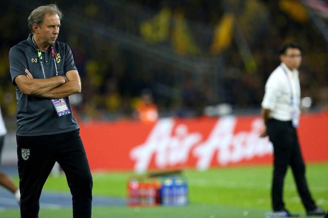 Sút hỏng penalty ở phút bù giờ, Thái Lan bị đá bay khỏi AFF Cup trong tột cùng cay đắng - Ảnh 3.