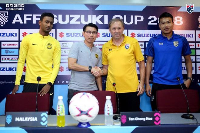 HLV tuyển Thái Lan bất ngờ gặp thầy cũ của ông Park Hang-seo trước trận đại chiến với Malaysia - Ảnh 3.