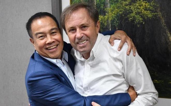 """Chủ tịch LĐBĐ Thái Lan """"giải cứu"""" HLV Rajevac giữa bão chỉ trích của NHM"""
