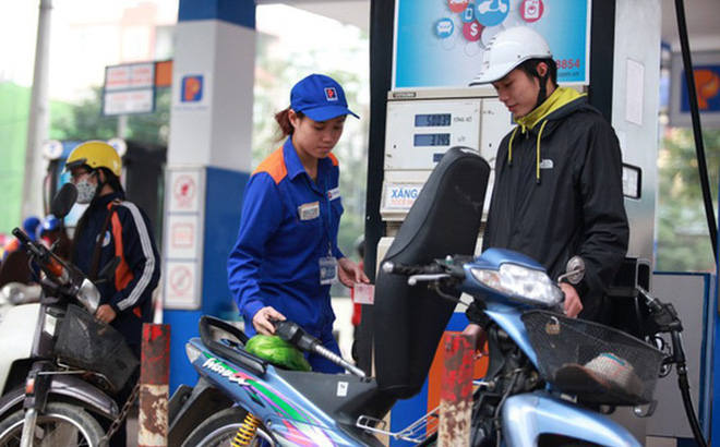 15h chiều nay, giá xăng tiếp tục giảm mạnh, xuống mức thấp nhất từ đầu năm đến nay