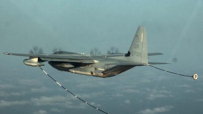 Tiêm kích F/A-18 và KC-130 Mỹ đâm nhau ở Nhật Bản - 5 người trên máy bay tiếp dầu không có ghế thoát hiểm - Ảnh 1.