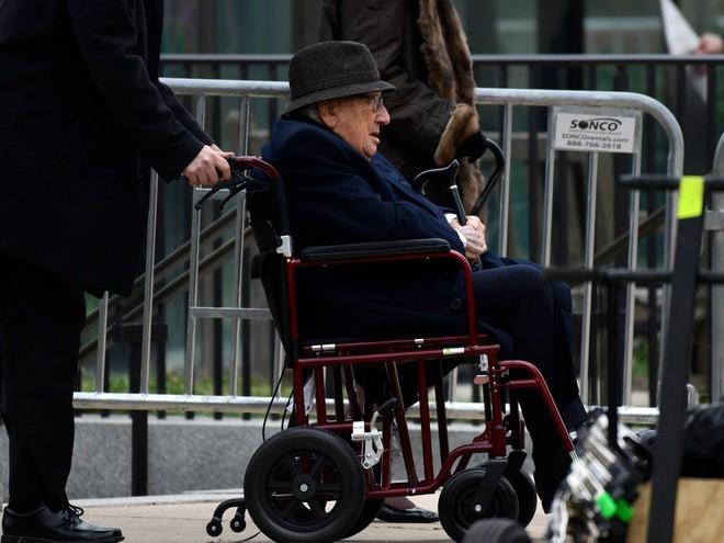 Hình ảnh nghẹn ngào: Vĩnh biệt cha, cựu TT Bush con không kìm được cảm xúc, khóc nức nở  - Ảnh 6.