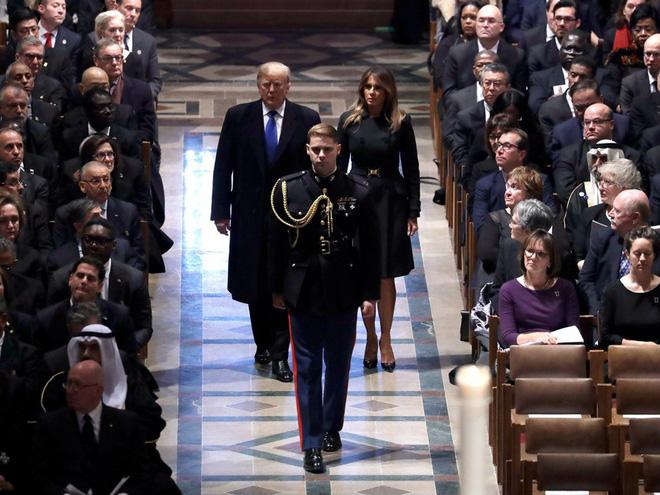 Hình ảnh nghẹn ngào: Vĩnh biệt cha, cựu TT Bush con không kìm được cảm xúc, khóc nức nở  - Ảnh 7.