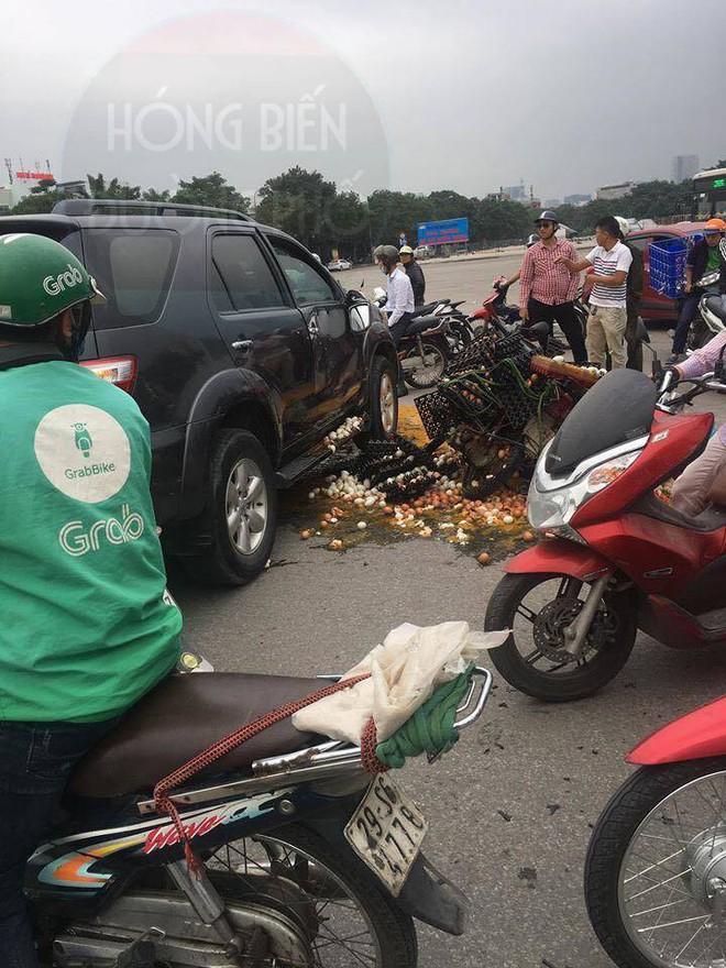 Hiện trường vụ tai nạn khiến ai đi qua cũng giật mình, xót xa  - Ảnh 4.