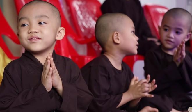 Cuộc sống của 5 chú tiểu bị bỏ rơi, khuất phục Trấn Thành - Trường Giang để thắng 100 triệu  - Ảnh 6.