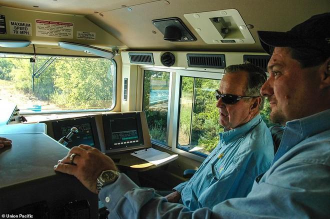 Choáng ngợp trước nội thất quý phái bậc nhất bên trong chuyến tàu chở TT Bush cha - Ảnh 12.