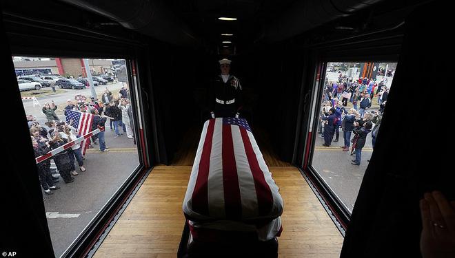 Choáng ngợp trước nội thất quý phái bậc nhất bên trong chuyến tàu chở TT Bush cha - Ảnh 13.