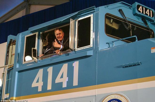 Choáng ngợp trước nội thất quý phái bậc nhất bên trong chuyến tàu chở TT Bush cha - Ảnh 16.